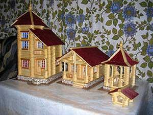 Модели деревянных домов и храмов